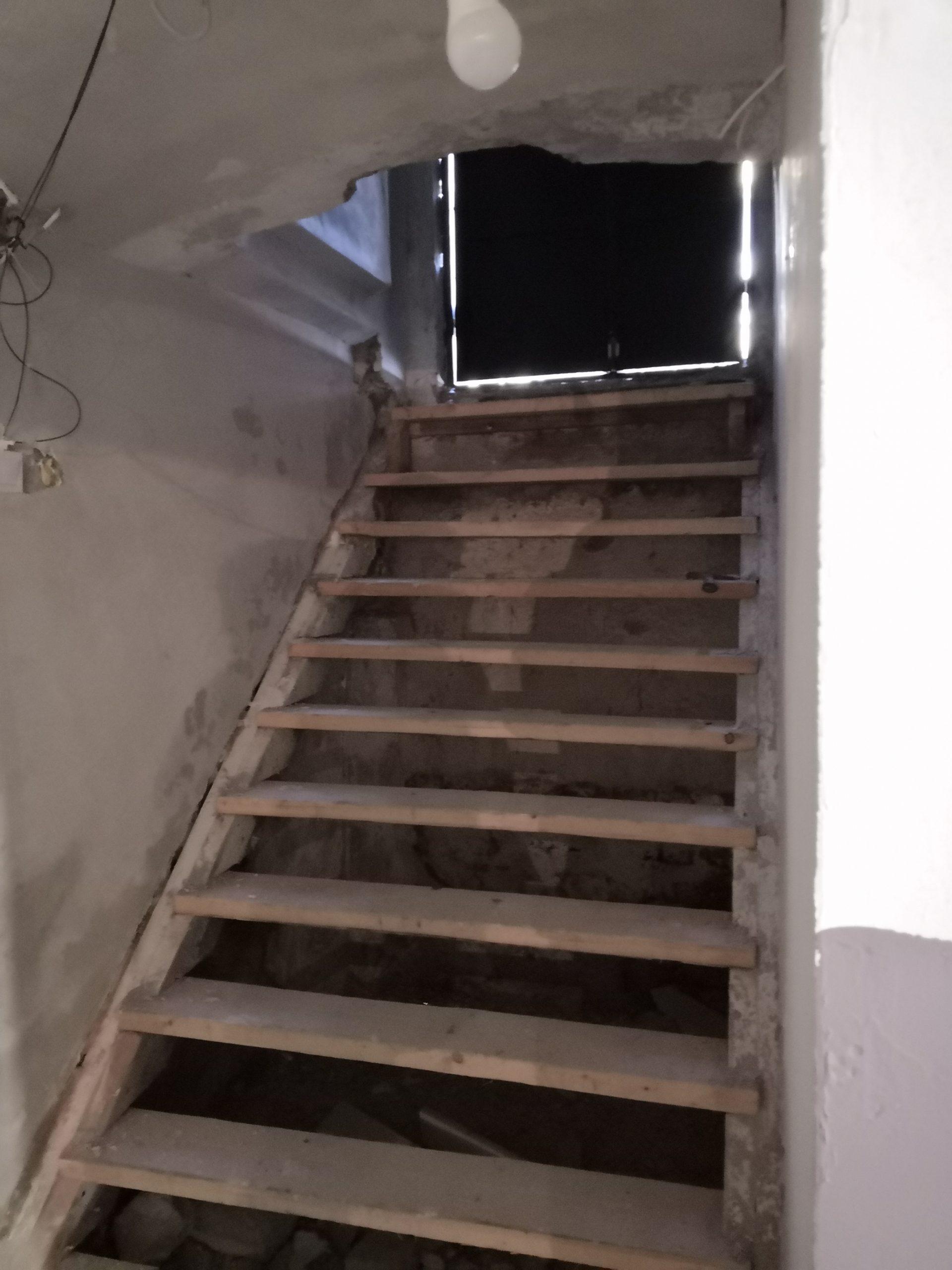 A lépcső kicsit jobbról nézve