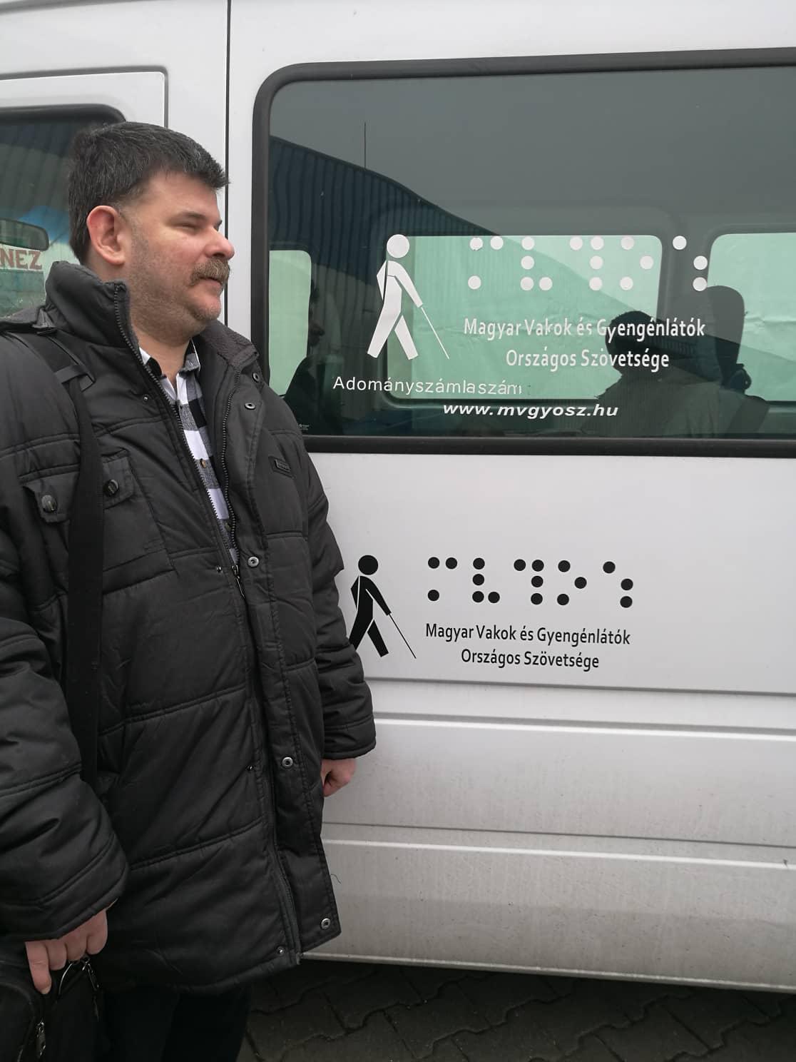 Mvgyosz busz előtt